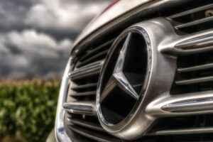 Mercedes-Stern Kühlergrill