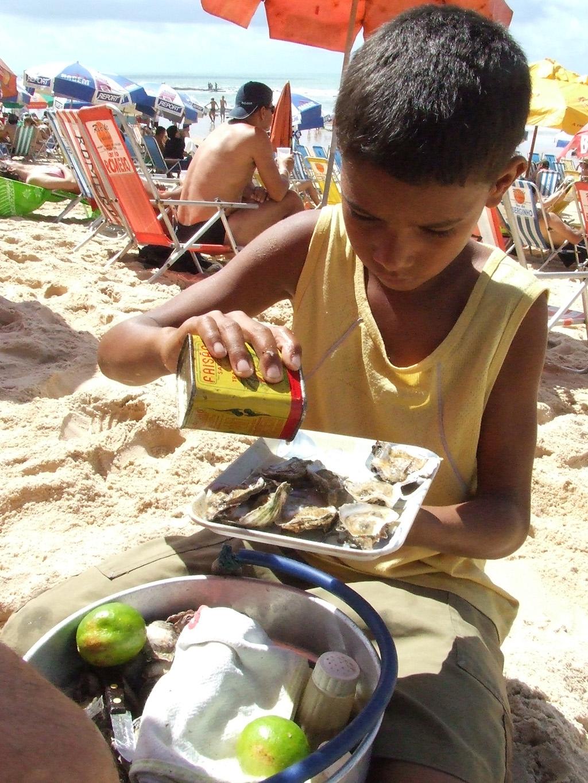 Recife Austern Verkäufer am Strand in Boa Viagem