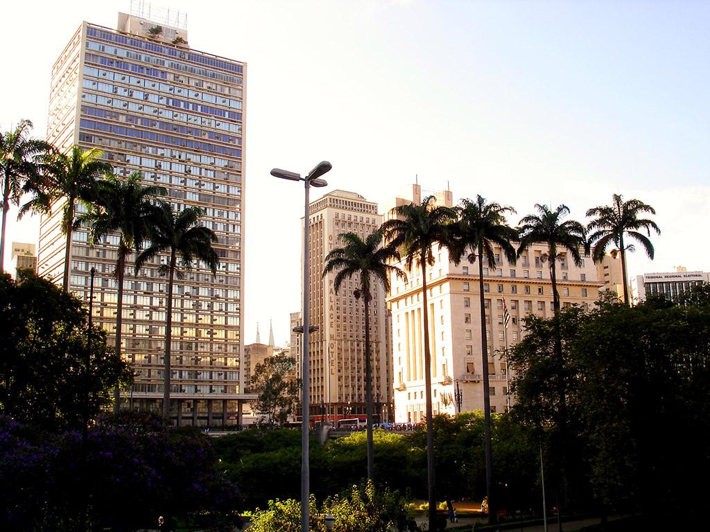 Sao Paulo Gebäude mit Palmen