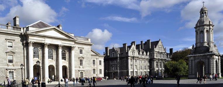 Innenhof des berühmten Trinity College and Library