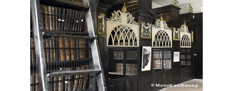 Inventar zum Erreichen höher gelegener Bücher