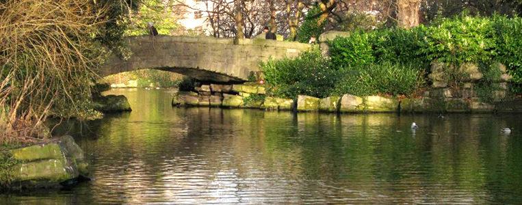 Die Brücke erhielt ihren Namen noch vor der bekannten Brücke über die Liffey