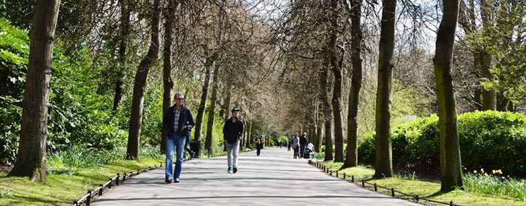 Spaziergänger genießen die Ruhe