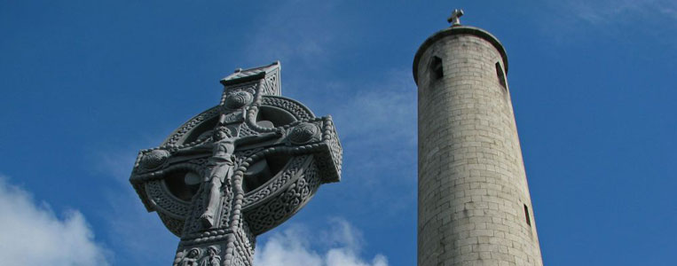 Turm auf David O'Connells Grab auf dem Glasnevin Friedhof