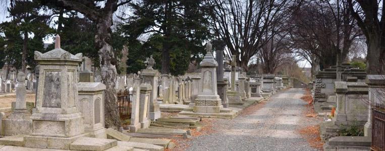 Der Friedhof existiert seit 1836 und hat eine Fläche von rund 190.000 Quadratmetern