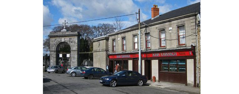 Das älteste familiengeführte Pub in Dublin, gegründet im Jahre 1833 – John Kavanagh direkt neben dem Glasnevin Cemetery