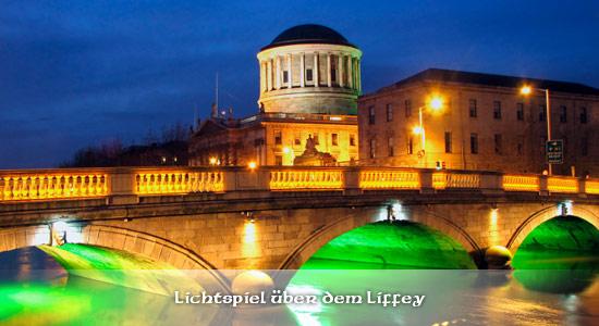 Der Fluss Liffey verzaubert die Besucher durch das Lichtspiel bei Nacht