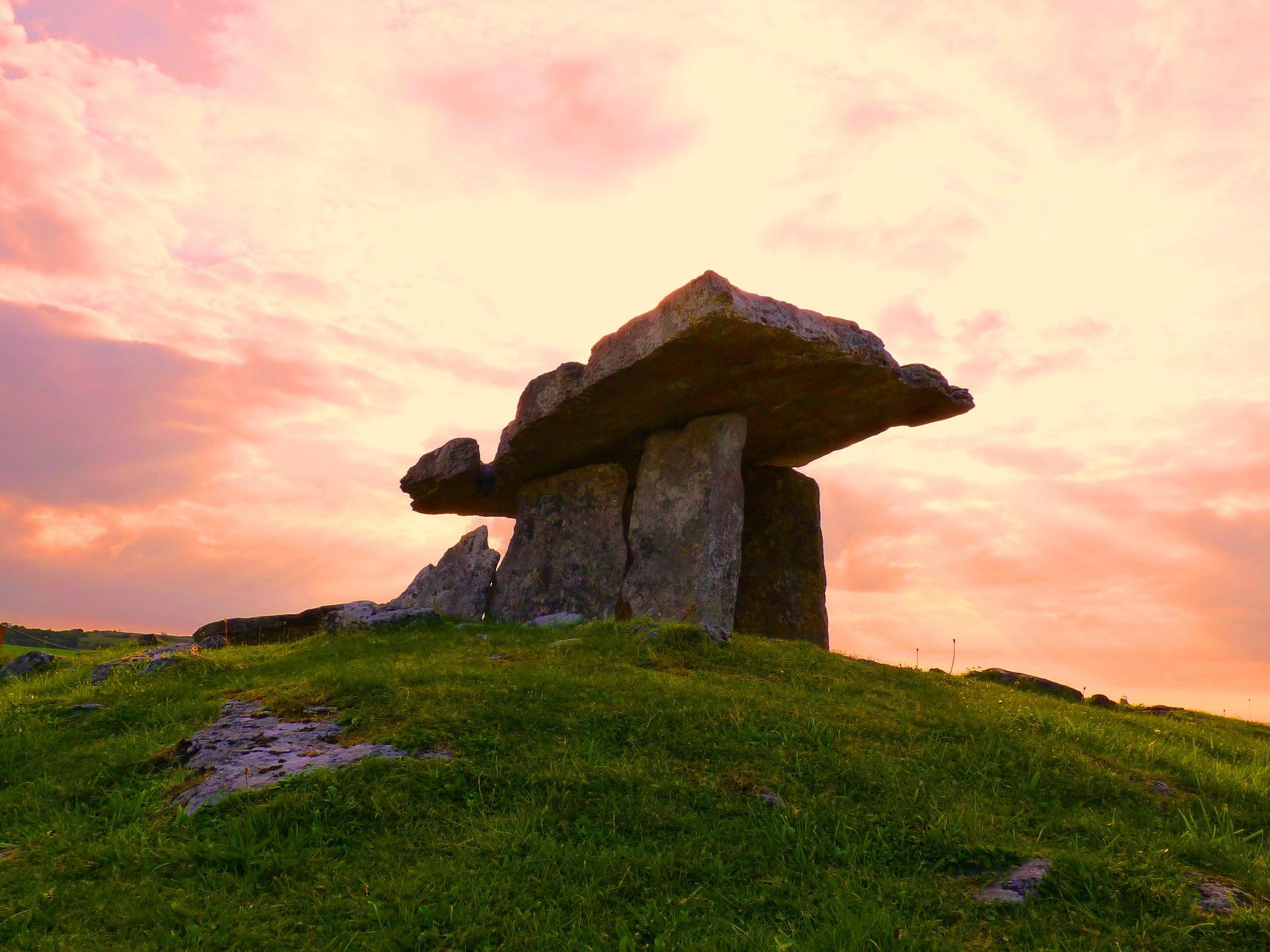 poulnabrone dolmen sonnenuntergang co kerry