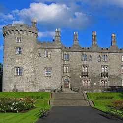 Die mittelalterliche Kleinstadt Kilkenny wurde jüngst als bester Touristen-ort Irlands ausgezeichnet. Im Bild: Die sehenswerte Burg Kilkenny Castle.