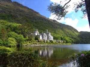 Viele Schlosshotels in Irland liegen inmitten der Natur