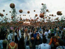 Basketball Weltrekord im fünf Minuten Massen-Dribbling