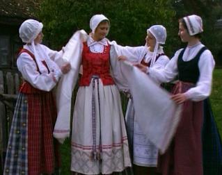 Frauen-Nationalkostüme in Dzukija