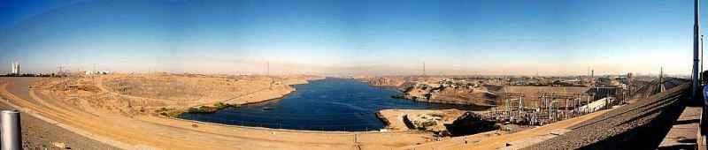 Panoramablick vom Assuan Staudamm auf den Nassersee