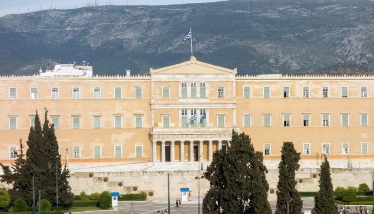 Das griechische Parlament am Syntagma Platz in Athen