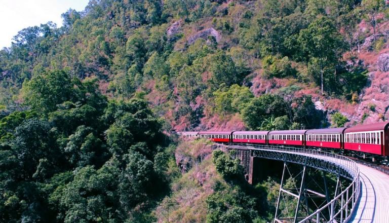 Spektakuläre Aussichten mit der Kuranda Railway.