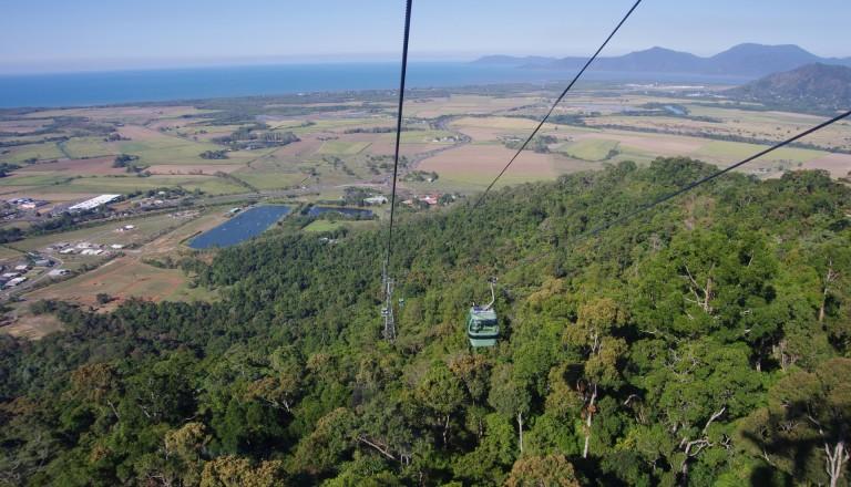 Am Fuß der Skyrail liegt der Tjapukai Aboriginal Cultural Park. Cairns