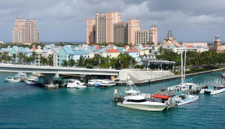 Die Hauptstadt Nassau liegt auf der Insel New Providence der Bahamas