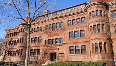Der Stadtteil Fenway ist bekannt für seine Bildungseinrichtungen, wie die Harvard School. boston