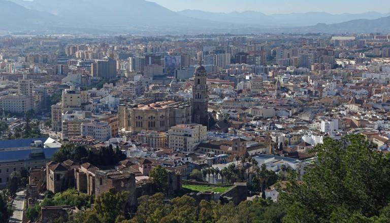 Blick vom Castillo de Gibralfaro auf Málagas Altsatdt.