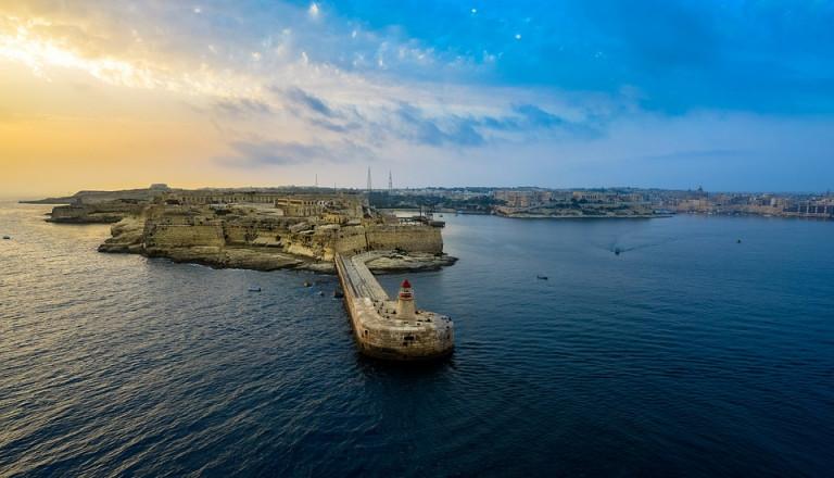 Ran an den Schalter: Last Minute nach Malta!