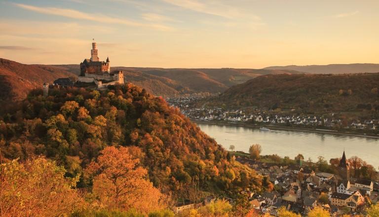Rheinromantik im Weltkulturerbe: Die Marksburg im oberen Mittelrhein.