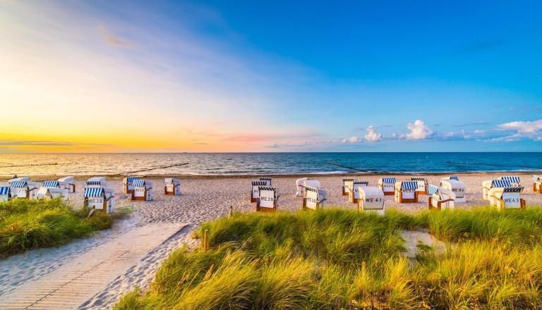 Ostsee-Familienurlaub-Strandkoerbe