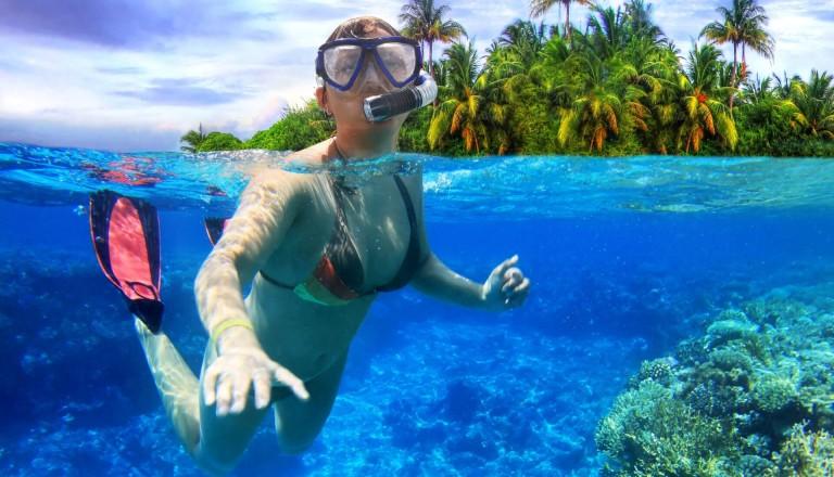 Schnorcheln im tropischen Meer