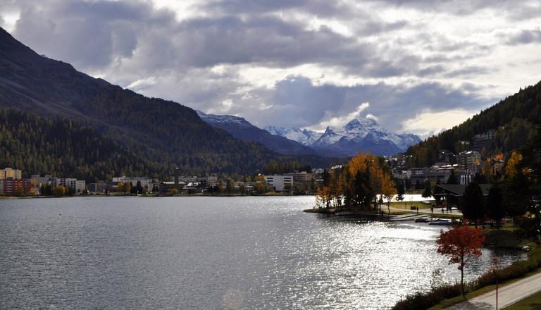 Atemberaubende Berge, glasklare Seen und jede Menge Spaß - St. Moritz und die Schweizer Alpen haben viel zu bieten.