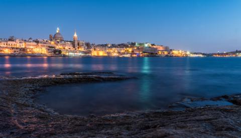 Valletta bei Nacht