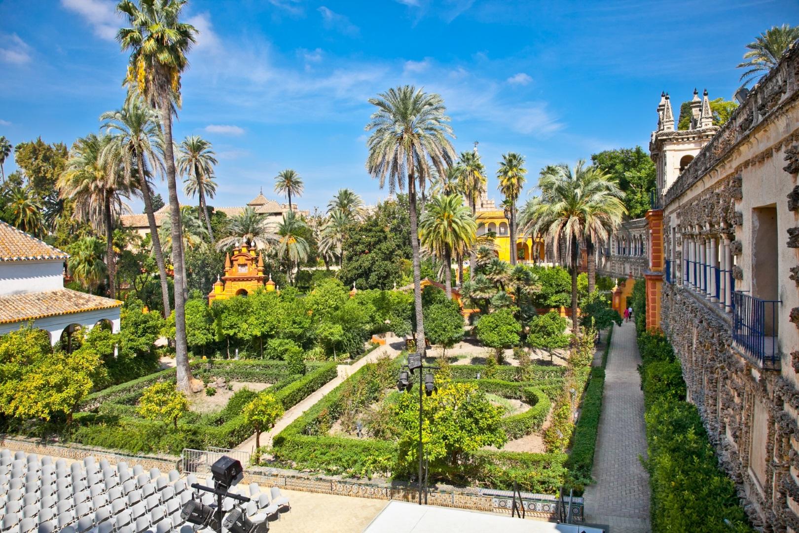 Die Gärten des Königspalastes Alcázar in Sevilla.