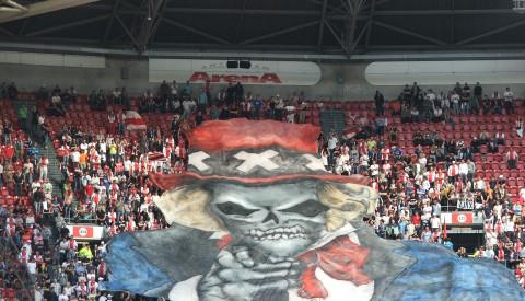 Die Fans von Ajax Amsterdam sorgen für Stimmung.
