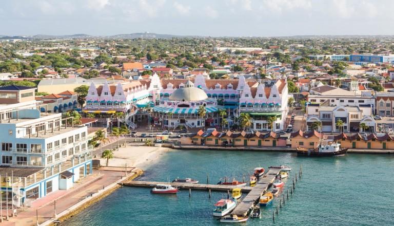 Die farbenfrohe Haupstadt Oranjestad. Reisen nach Aruba