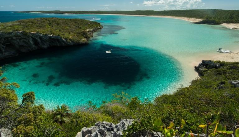 Die Blue Holes im Andros Nationalpark auf den Bahamas.