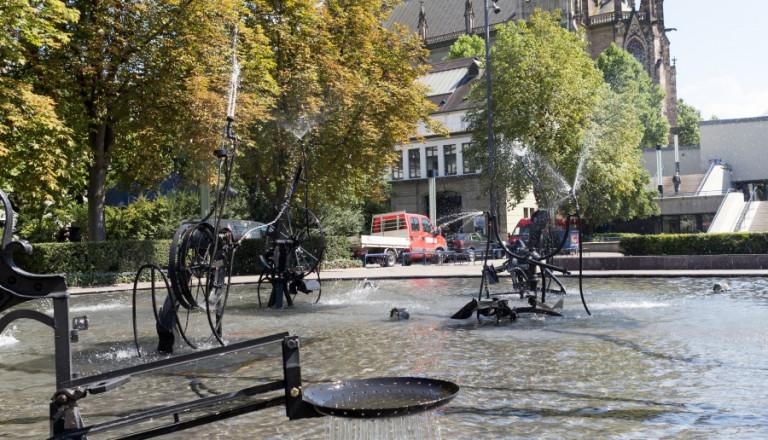 Der Tinguely-Brunnen am Theaterplatz in Basel