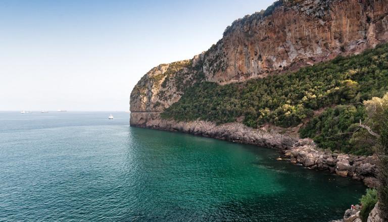 Neben den Wüstenoasen zählen die Küsten zu Algeriens Natur Highlights.