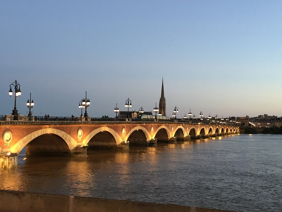 Die Pont de pierre in Bordeaux