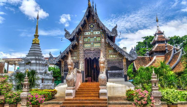 Wunderschöne Tempel befinden sich überall in Chiang Mai.