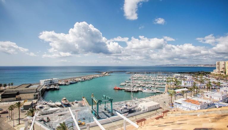 Der Hafen von Estepona.