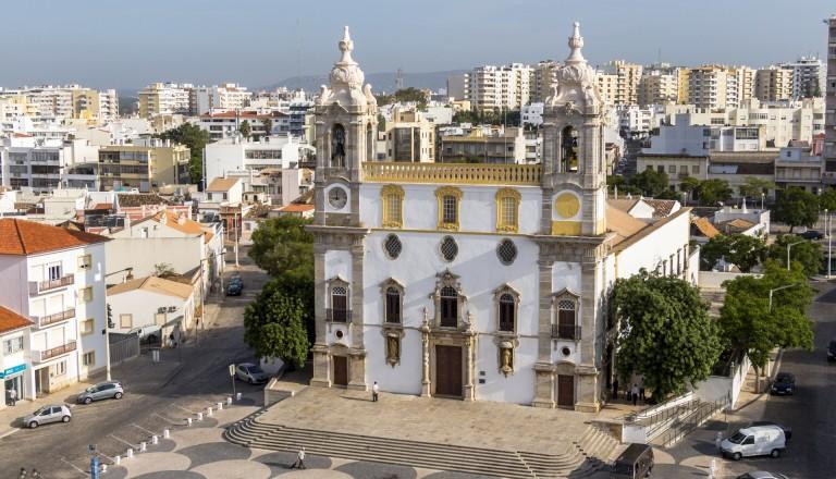 Die Kathedrale in Faros Altstadt. Algarve