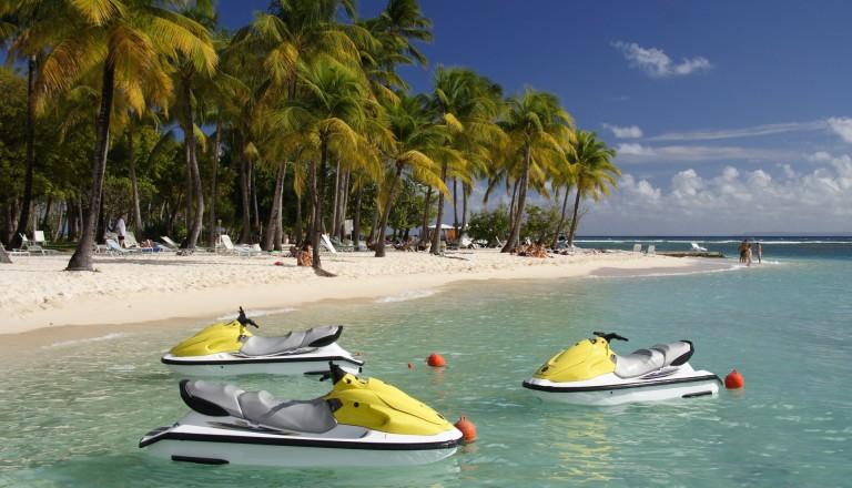 Wassersport ist eine von vielen sportlichen Möglichkeiten auf Guadeloupe.
