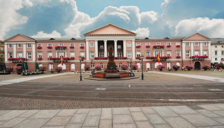 Das Rathaus am Marktplatz in Karlsruhe.