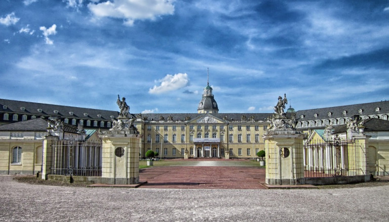 Das Wahrzeichen der Stadt: das Karlsruher Schloss
