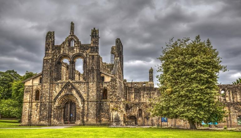 Die wildromantische Ruine der Kirkstall Abbey. Leeds.
