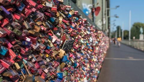 Schlösser an der Kölner Hohenzollernbrücke