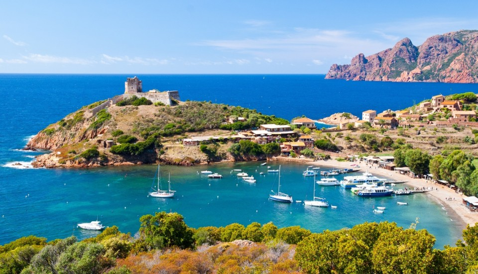Girolata Bay auf Korsika. Pauschalreisen.
