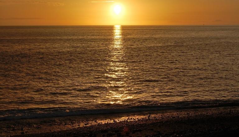 Sonnenuntergang am Strand von Puerto Naos.