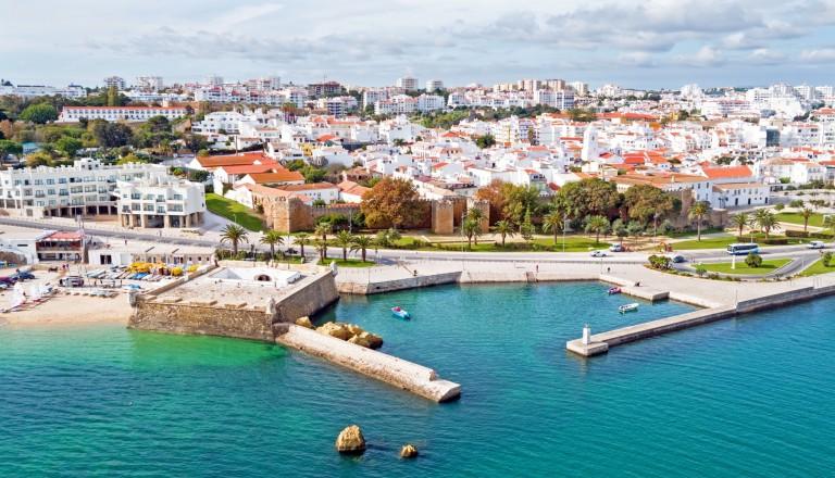 Lagos mit der Forte Bandeira. Algarve Reisen
