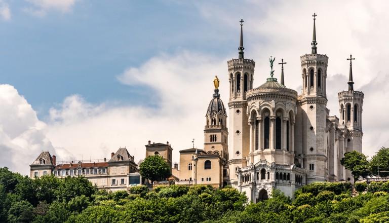 Die Basilika Notre-Dame de Fourvière in Lyon.