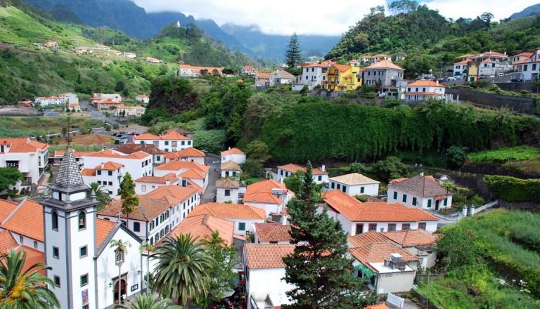 Das malerische Bergdorf São Vicente auf Madeira.