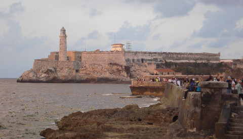Die Fortaleza de San Carlos de la Cabana am Ende der Uferpromenade Malecón.